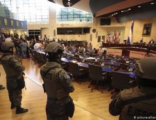 Soldados armados en el parlamento salvadoreño no son preocupación democrática