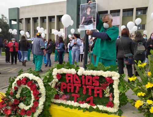 Trabajadoras del Hospital Barros Luco piden la renuncia de la directora tras fallecimiento de TENS por Covid-19