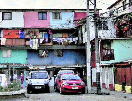 Segregación, hacinamiento y malogradas políticas de vivienda son las causas que tienen a la Región Metropolitana con la  más alta tasa de contagios Covid-19 del mundo